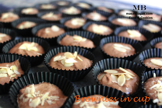 kue kering brownies in cup