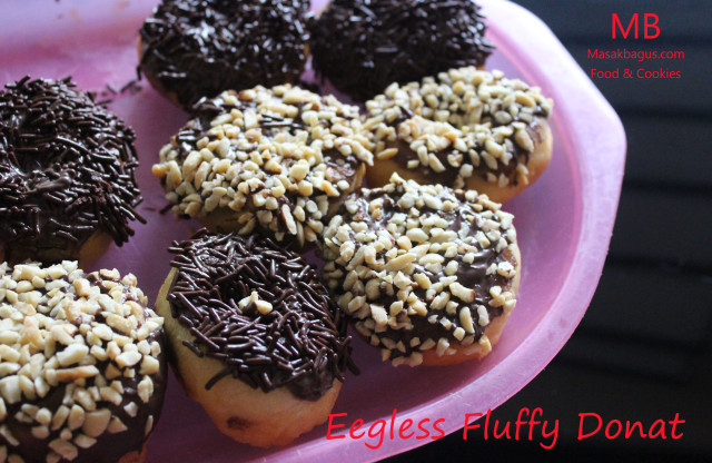EGGLESS FLUFFY DONUT