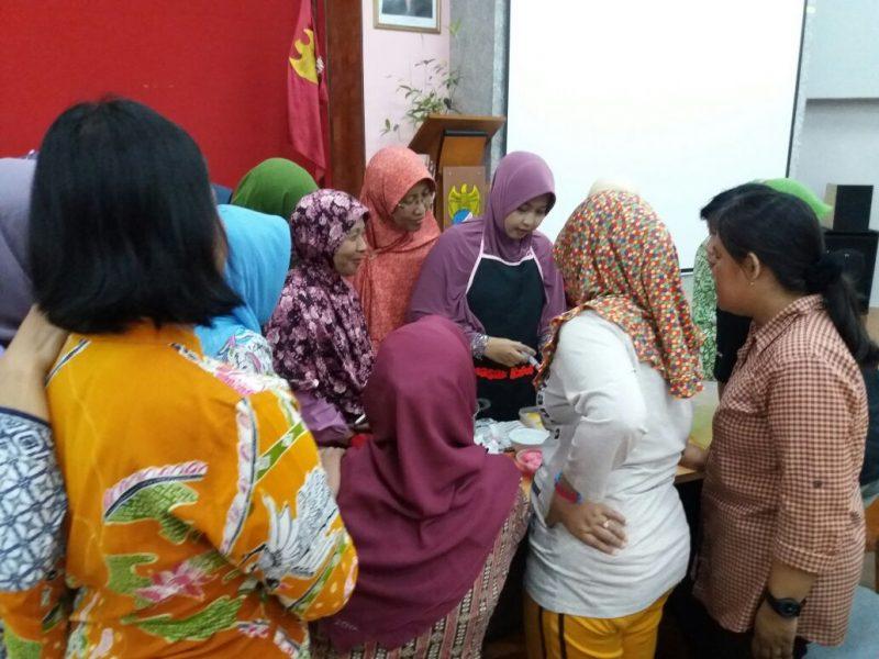 pelatihan jelly art oleh masakbagus kepada ubu ibu dosen Universitas Stikubank Semarang