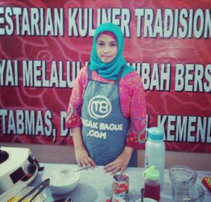 penyedia data utama pada tahun 2014 di penelitian Pelestarian Kuliner Jawa yang dibiayai oleh Dana Hibah Bersaing 2014 DITLITABMAS, DITJEN DIKTI, KEMENDIKBUD RI.